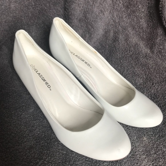 d644af0e23db Cityclassified Shoes - Women s City Classified White High Heels size 7